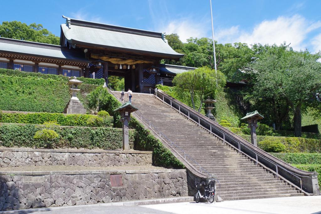諏訪神社の階段頂上