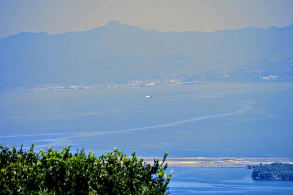 琴の尾岳から見る飛行機